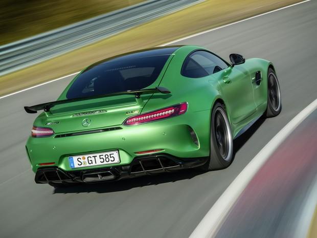 Carro esportivo AMG GT R com 593 cv e pintura verde: Mercedes-Benz