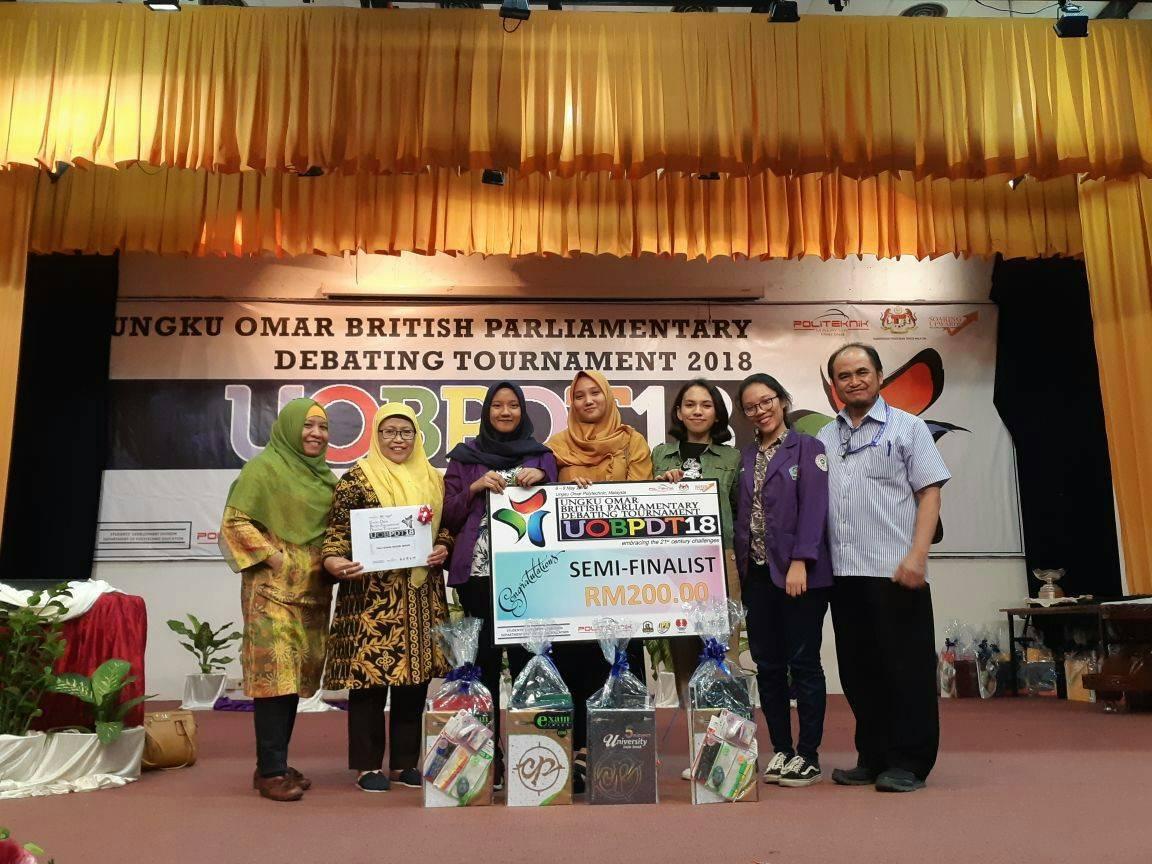 Tim Polmed Dalam Kompetisi Ungku Omar British Parliamentary Debating Tournament Di Malaysia Lembaga Pers Mahasiswa Neraca Politeknik Negeri Medan
