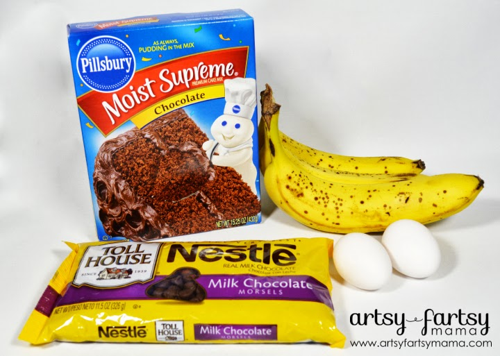 Easy 4 Ingredient Chocolate Banana Bread at artsyfartsymama.com #recipe #bananabread