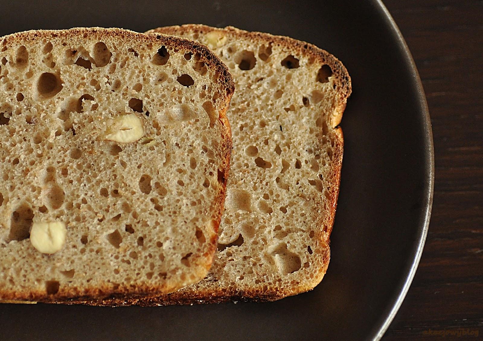 Chleb z lawendą, miodem i orzechami laskowymi - świętujemy Światowy Dzień Chleba.
