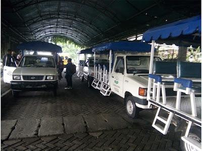 mobil wara-wiri Taman Bunga Nusantara