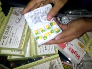 http://www.tokochiliong.com/2016/10/obat-pembesar-penis-permanen-klg-pills.html