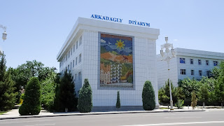 Artists and architects are well paid in Turkmenistan