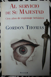 Portada del libro Al servicio de su majestad, de Gordon Thomas
