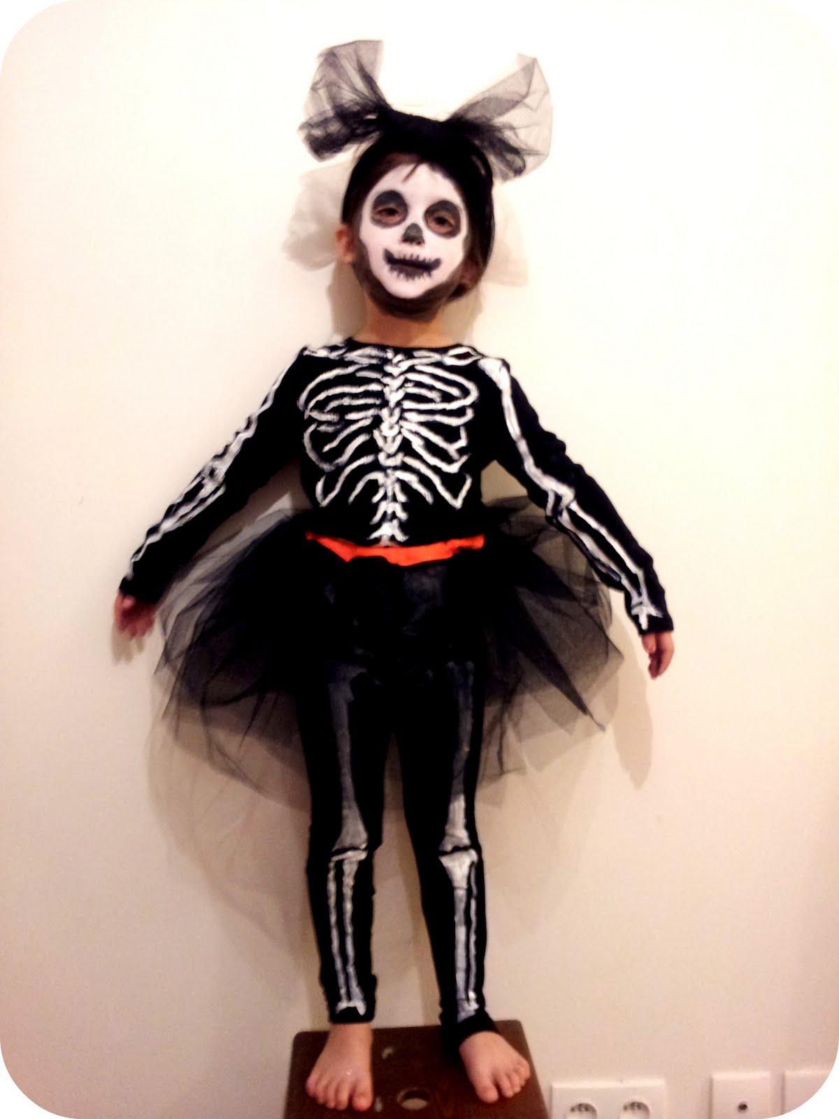 julie adore comment faire un costume de halloween. Black Bedroom Furniture Sets. Home Design Ideas