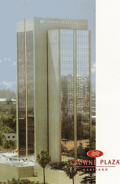 fachada do hotel Crowne Plaza em Santiago, Chile