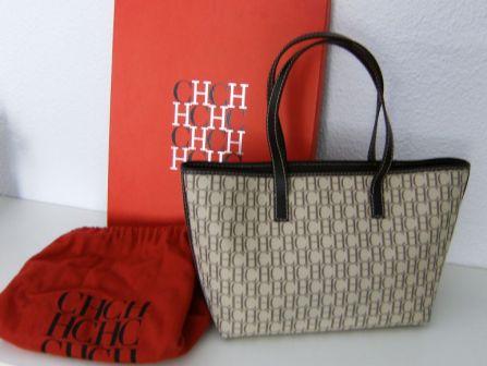 9c842b0c7 Carolina Herrera presenta su nueva colección de bolsos para el otoño e  invierno del 2014. Precios bolsos carolina herrera originales