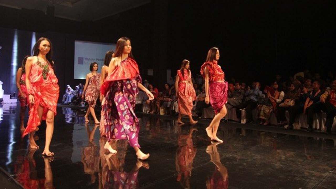 Peragaan Busana Batik Karya Siswa SMKN 2