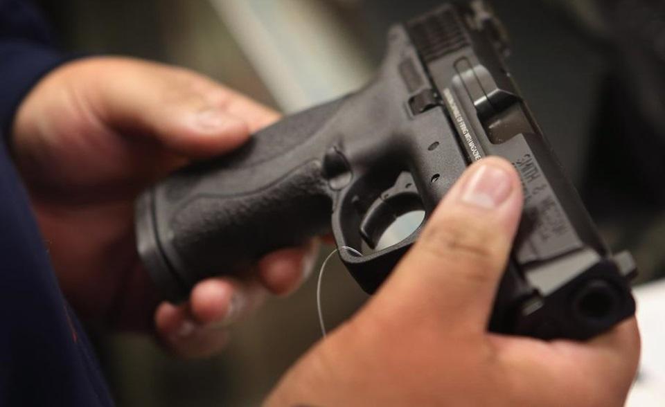 Roban arma a policia y sospechan de entregador