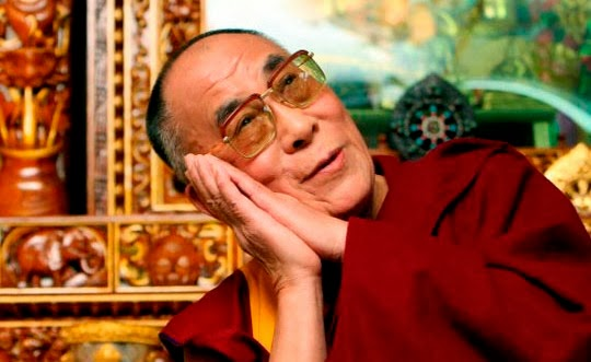 Dalai Lama rezando