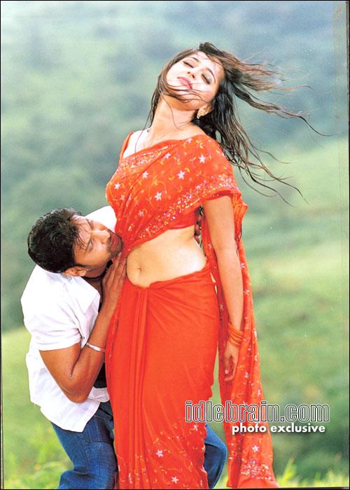 Anushka Navel Kiss 4