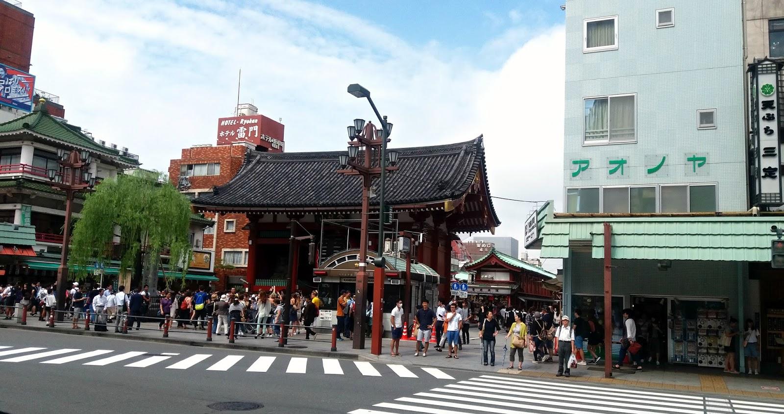 Diario en jap n asakusa y el templo m s antiguo de tokyo for Puerta kaminarimon