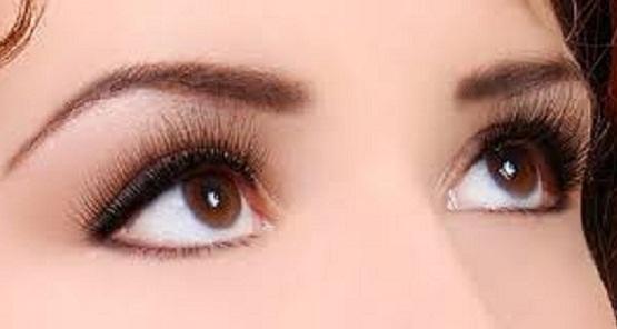 Cara Memakai Pensil Alis tanpa Mencukur Alis untuk Wajah yang Bulat