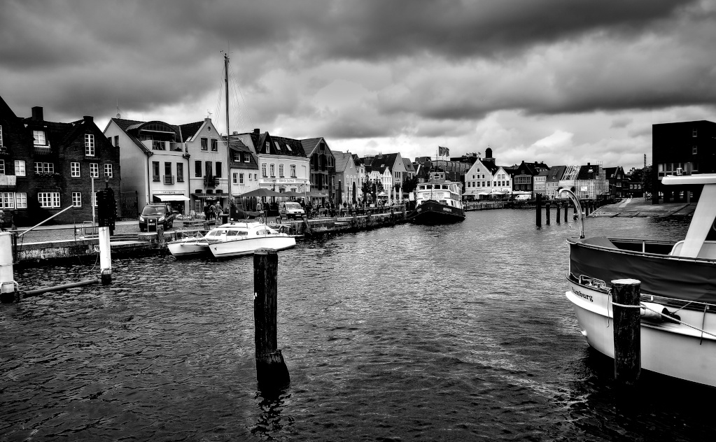 The Weekend in Black and White (08/2019) – Husum old harbour