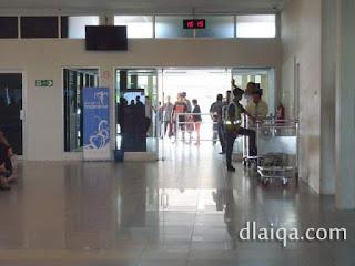 menuju pintu keluar bandara