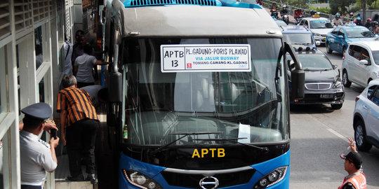 Kesal Dengan Udar, Ahok Bakal Stop Izin Trayek Bus APTB