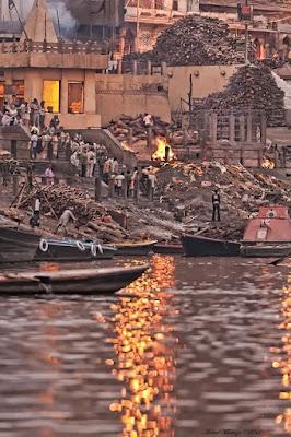 Hindistan'da ölü yakma töreni