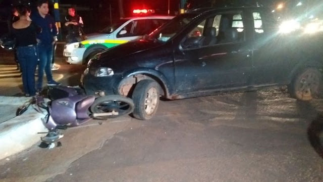 Casal fica ferido após colisão entre carro e moto em Porto Velho