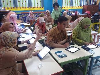 Alhamdulillah Guru Bakal Dapat Tablet Dari Program Satu Guru Satu Tablet Yang Diluncurkan