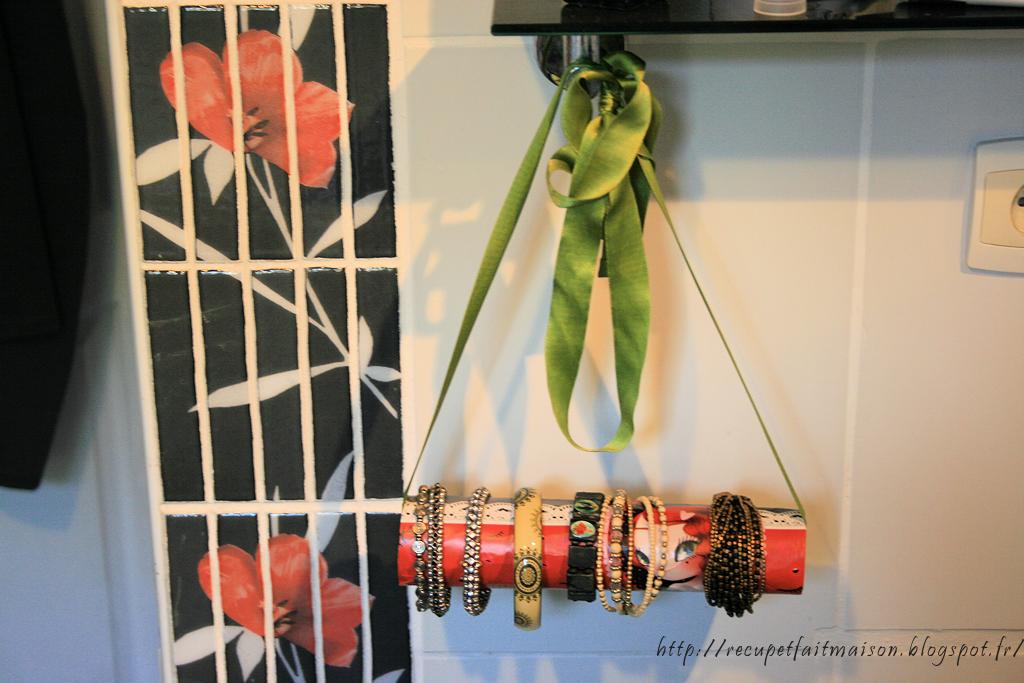 r cup et fait maison des id es r cup et d co fabriquer un porte bracelets avec un rouleau de. Black Bedroom Furniture Sets. Home Design Ideas