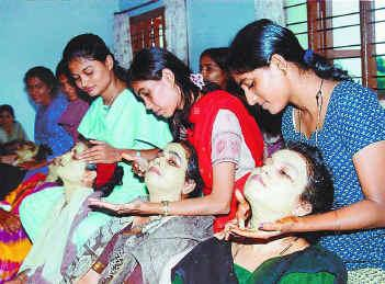 Beauty Parlour Course In Hindi: Beauty Parlour Course In Hindi
