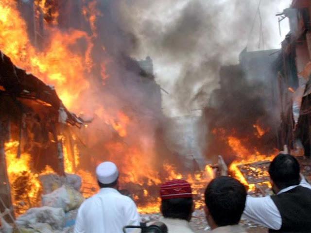 Tidak Terima Sehelai Baju Muslim Hangus Disetrika, Ribuan Muslim balas Bakar Belasan Rumah Warga Kristen