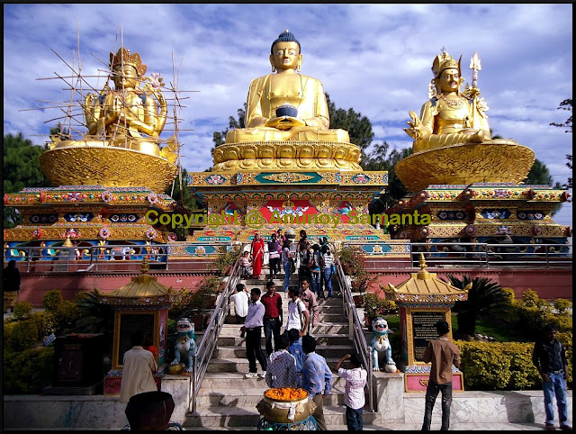Visit to the Swayambhunath Temple and Boudhanath Stupa in Kathmandu