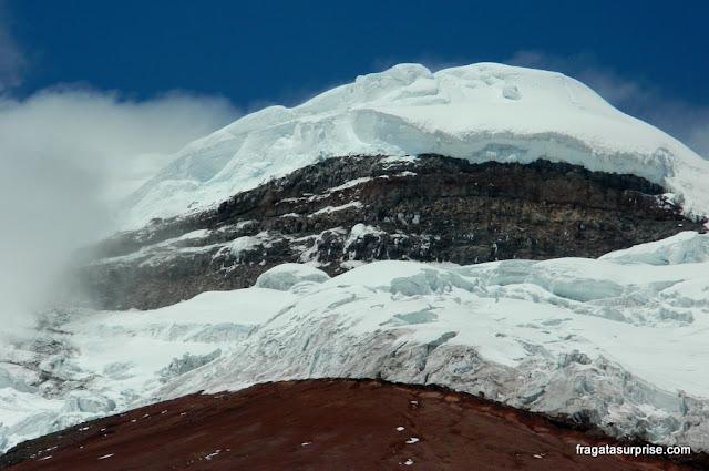 Neves eternas no cume do Vulcão Cotopaxi, Equador