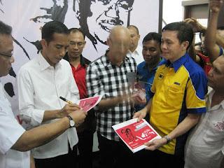 Sofian Tjandra Bersama Bapak Ir. Jokowi Pada Saat Penandatanganan Edu Voucher