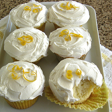 Grow Your Blog Traffic (and Lemon Cupcakes) / www.delightfulrepast.com