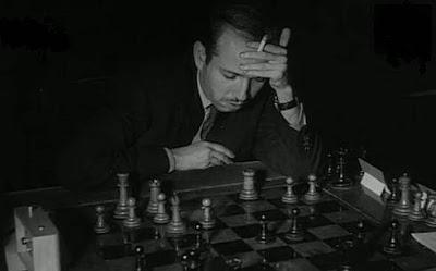 El ajedrecista Arturo Pomar frente al tablero