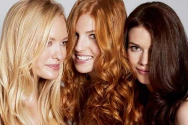 Reflet rouge cheveux naturel