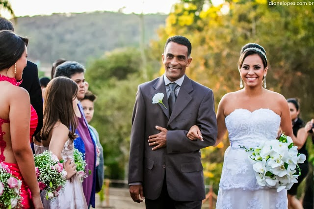 cerimônia - casamento ao ar livre - casamento de dia - entrada da noiva - noiva - casamento de princesa - pai da noiva