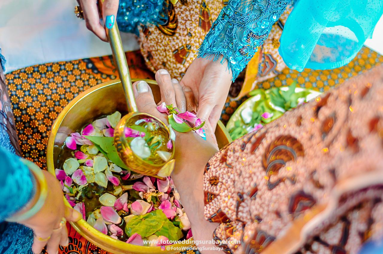 Lihat Fotografer Surabaya Prewedding Dokumentasi Wedding: Dokumentasi Wedding Resepsi Pernikahan Di Surabaya