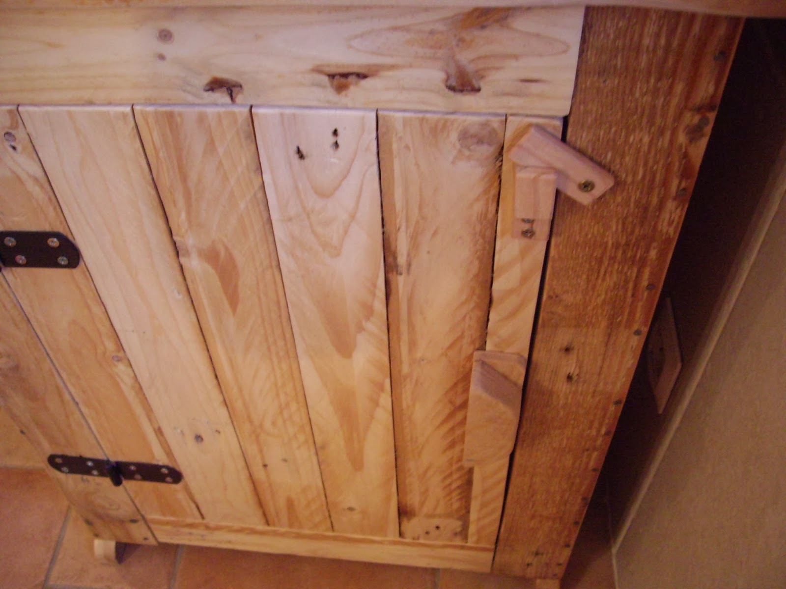 objets d co tutoriels et meubles en bois de palettes petit meuble de salle de bain. Black Bedroom Furniture Sets. Home Design Ideas