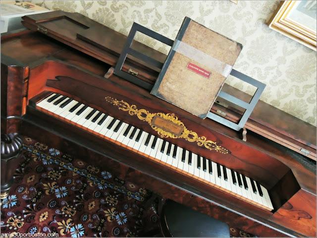 Piano de Elizabeth en la Doble Sala de Estar de la Mansión Ropes, Salem