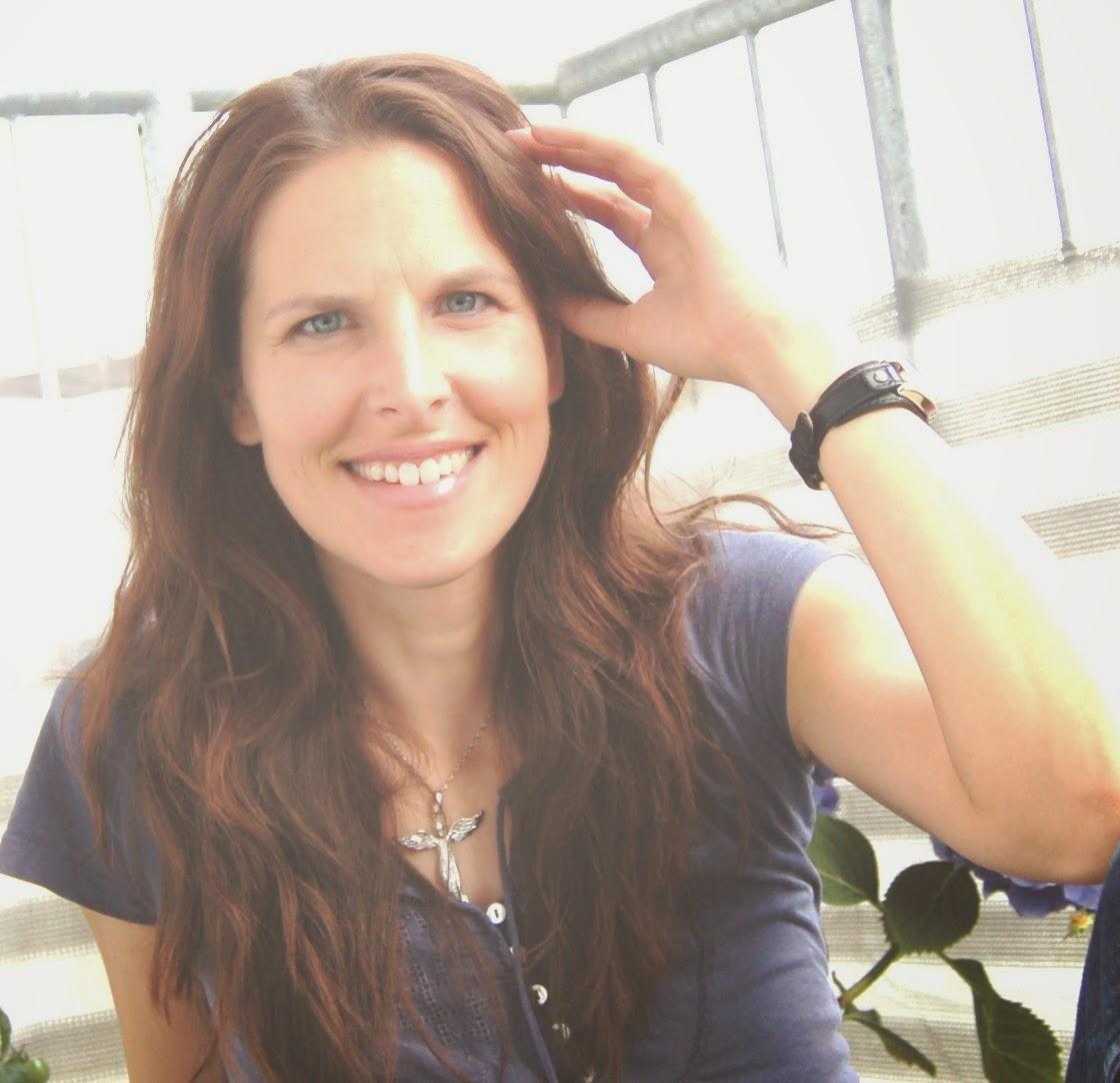 http://sharonbakerliest.blogspot.de/2015/02/interview-mit-bettina-belitz-und.html