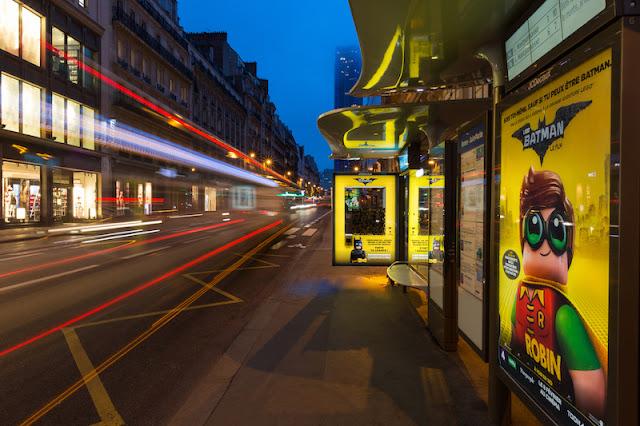 Interactiva promoción de la película de Lego Batman en las calles de París