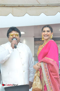 Actress Sonam Kapoor Launch Kalyan Jewellers Anna Nagar Showroom 0007.jpg