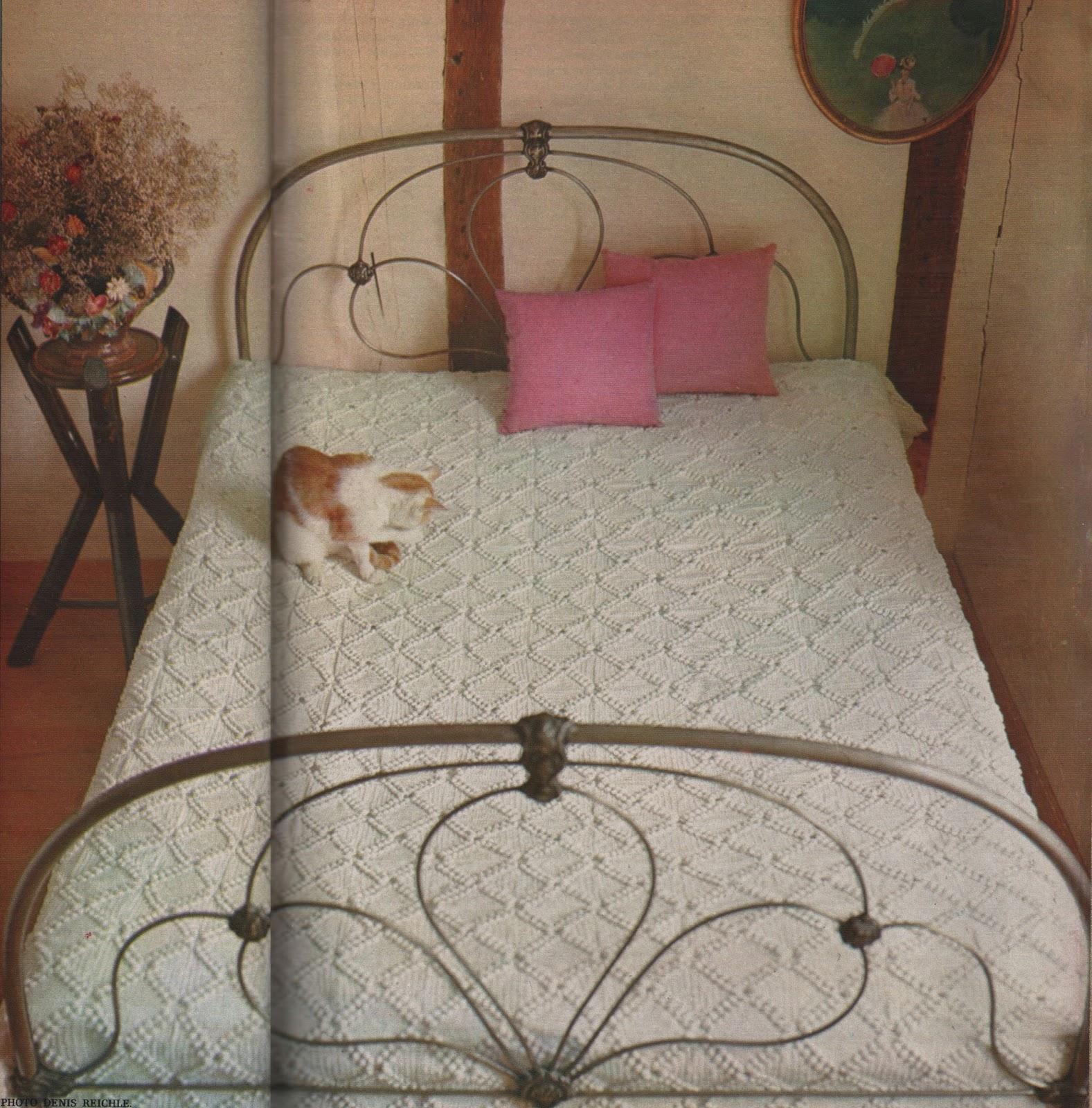 le couvre lit au charme d 39 antan crocheter. Black Bedroom Furniture Sets. Home Design Ideas