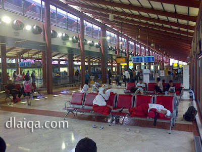 ruang tunggu terminal 2F Bandara Soekarno Hatta