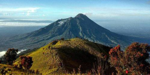 misteri dan fenomena gunung lawu