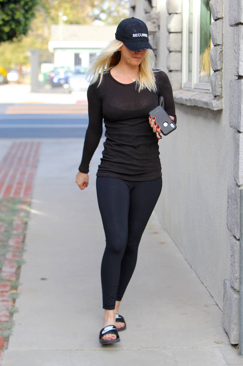 Kaley Cuoco in Yoga Pants