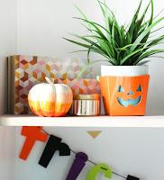 http://kailochic.blogspot.com/2015/09/craft-it-ombre-sharpie-pumpkin.html