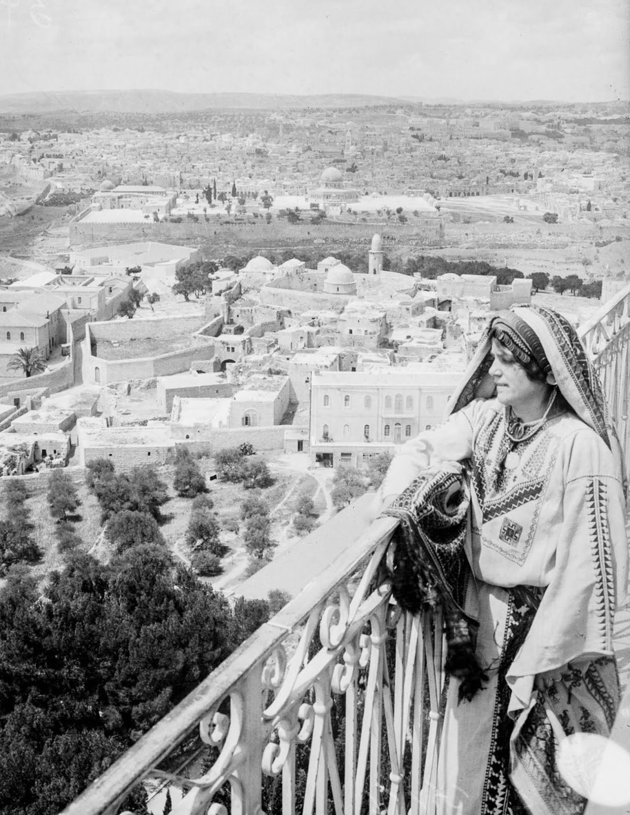 A woman looks over Jerusalem from the Mount of Olives. 1918.