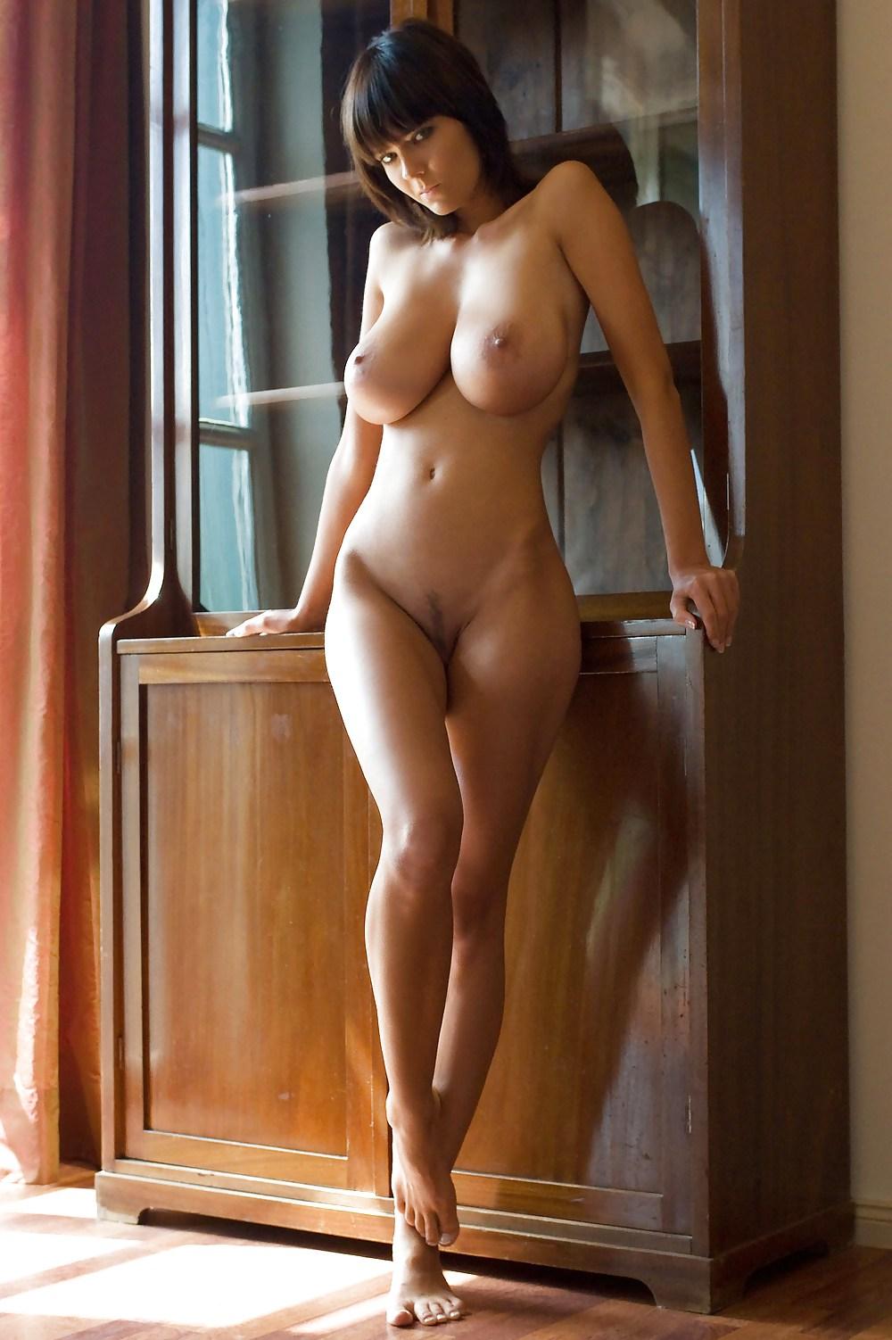zastavila-podrugu-golie-figuri-smazlivoy-kashtanka