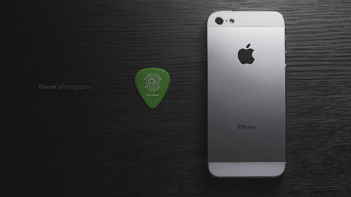 Wallpaper: iPhone 5 and Planet Waves