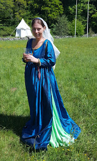 http://evashistoricalcostumes.blogspot.se/p/a-late-13th-century-gown-from-tuscany.html