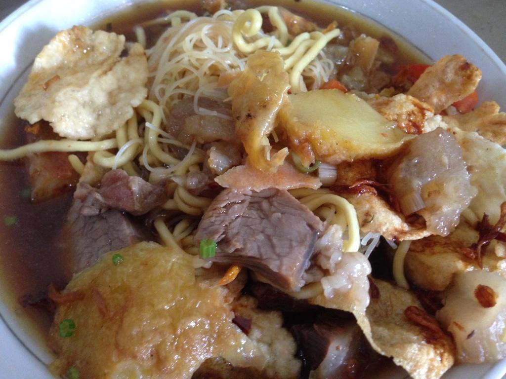 Soto Mie Pak Kumis Kebanggaan Warga Angke Kawan Kuliner Isi Yang Bikin Ngiler