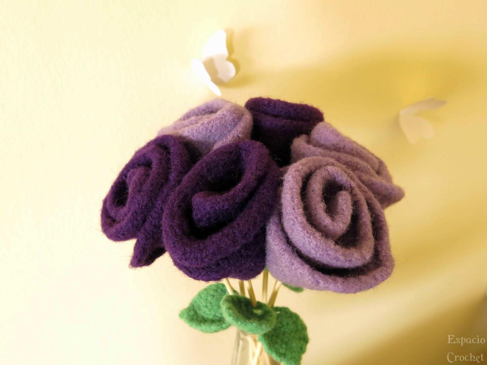 Flores de punto afieltradas